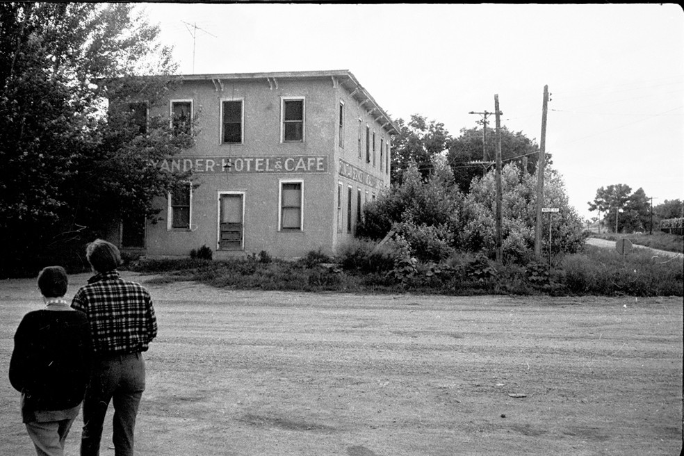 james 5 - South_Dakota._1967.Hotel_in_Buffalo_Gap