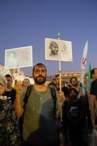 peace protester in tel aviv