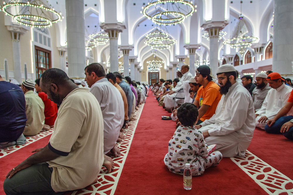 Muslims praying sm